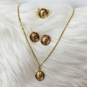 Jewelry - 100% 18 Karat Cameo set Saudi Gold Pure solid gold